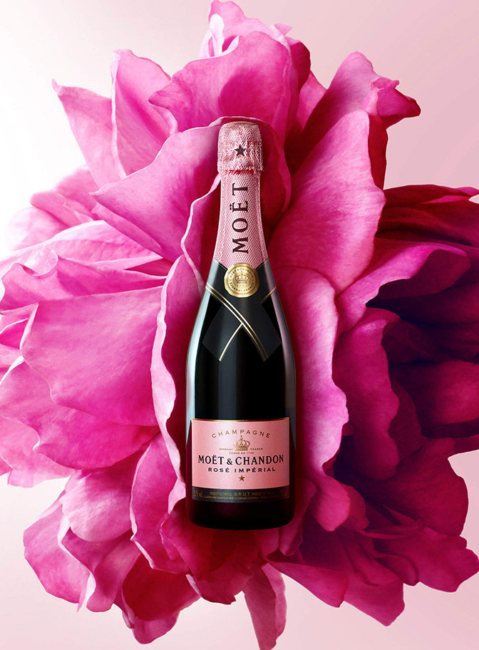 bouteille champagne rose fond fleurs