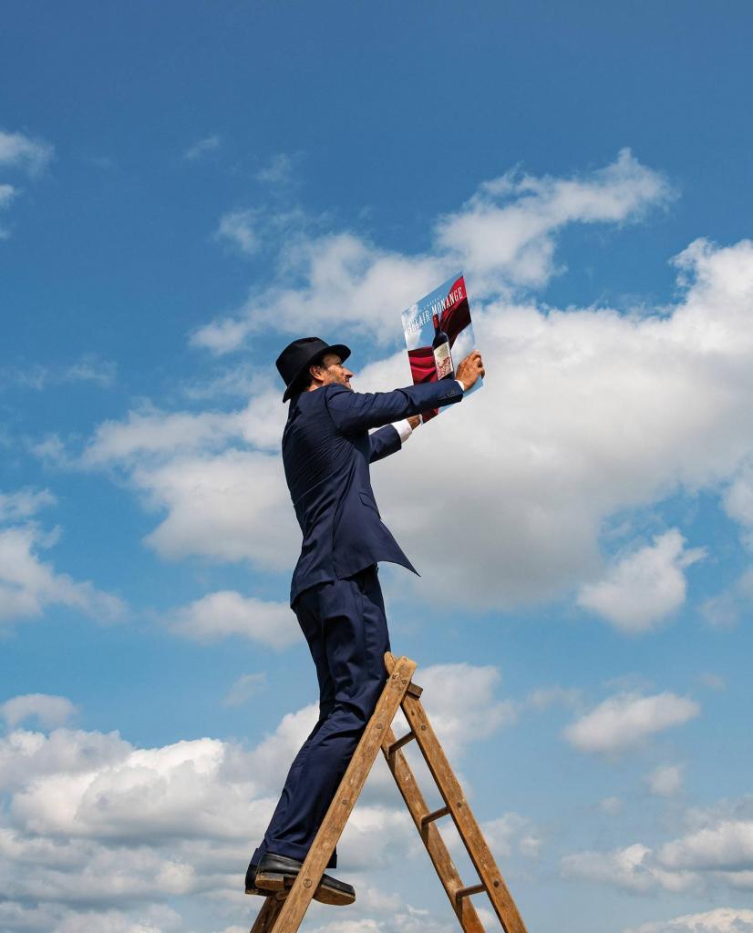 Un homme sur une échelle