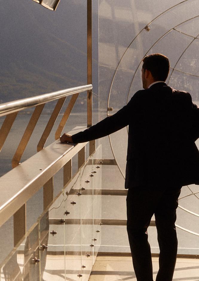 Un homme en haut de l'école Glion